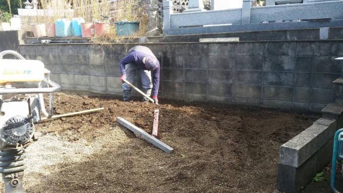 三次市十日市南にて、巻石工事とお墓の基礎工事をしました ...