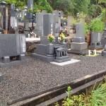 庄原市総領町の寺院墓地にて、文字彫刻の打ち合わせです。