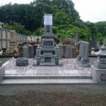 三次市南畑敷町の共同墓地にて、お墓(和型墓石)の据付けと仕上げをしました!!