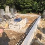 三次市三和町の共同墓地にて、巻石工事とお墓の基礎工事をしました!!