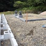 三次市布野町にて、門柱巻石据え付け、お墓の基礎工事をしました!!