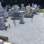 三次市十日市町の共同墓地にて、バラス(砂利)入れをしました!!