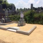 三次市南畑敷町の共同墓地にて、お墓(和型墓石)の据え付けと巻石工事をしました!!