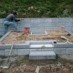 三次市粟屋町にて、巻石とお墓の基礎工事をしました!!