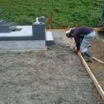島根県邑智郡美郷町にて、お墓(洋型墓石)の据え付けとコンクリート舗装をしました!!