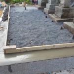 府中市上下町にて、墓地のコンクリート打ちと真砂土入れをしました!!