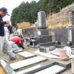 三次市十日市南にて、お墓(和型墓石)の据え付けと墓地の仕上げをしました!!