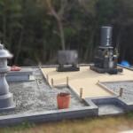 府中市上下町にて、墓地の草が生えにくく処理〜ストーンレジンで仕上げをしました!!