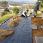 福山市にて、墓地の中を草が生えにくくなるように、土を入れ替えました!!