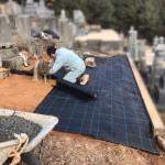 福山市神辺町にて、お墓の傾き直しと雑草対策をしました!!