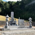 三次市吉舎町にて、お墓を建てました!(巻石工事・和型墓石・雑草対策)